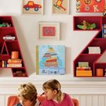 Conception originale d'étagères pour les livres dans la pépinière