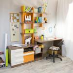 Supports pratiques au-dessus de la table pour les livres et la décoration