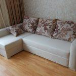 Canapé d'angle blanc avec coussins lumineux faites-le vous-même