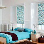 Couleur turquoise pour la conception d'une chambre avec un petit nombre de meubles