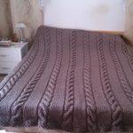 Grand plaid gris avec motif de tresses répétitives simples