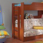Un lit superposé peut être combiné avec un canapé