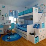 Pépinière de mer avec lit blanc et bleu