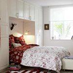 Petite chambre avec lit ajusté