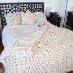 Plaid tricoté inhabituel avec un grand motif