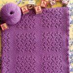 Délicate couverture lilas avec motif ajouré