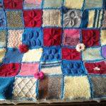 Plaid original tricoté à partir de résidus de fil