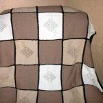 Plaid aux couleurs crème et pastel, à tricoter