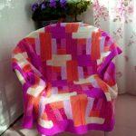 Plaid, tricotant à partir de motifs de différentes tailles