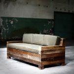 Canapé fait maison à partir de matériaux de budget