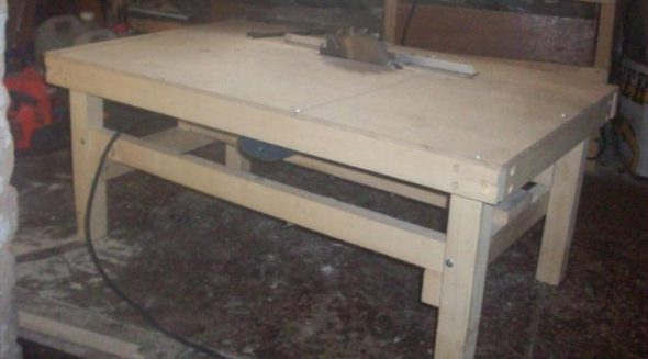 Table fixe pour scie circulaire