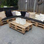 Canapé d'angle de palette avec matelas et oreillers