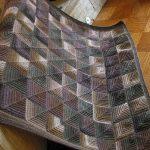 Plaid tricoté avec un motif répété