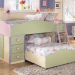 Déplier le lit à deux étages avec un faible 2 niveaux