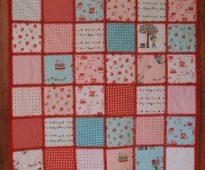 Belle couverture de style patchwork avec des dessins originaux pour enfants