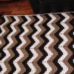 Couverture à carreaux avec zigzags aux couleurs du café