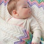 Plaid blanc à bords colorés pour bébé