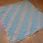 Rayures blanches et bleues en diagonale pour plaid