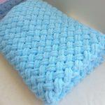 Couverture bleue en peluche douce