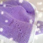 Plaid lilas carré doux avec bordure blanche