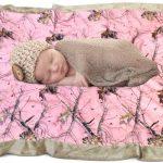 Lumière douce et belle couverture pour un nouveau-né