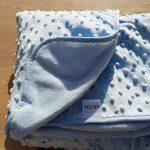 Douce couverture bleue avec petits animaux