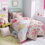 Une couverture pour fille qui convient à un lit simple