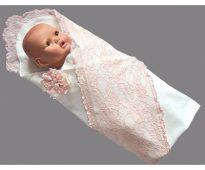 Enveloppe à carreaux avec dentelle pour un nouveau-né