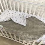 Couverture en peluche neutre pour lit bébé