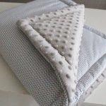 Couverture en peluche chaude avec de petits zigzags