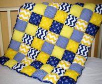 Couverture de volume bleu et jaune dans un style nautique