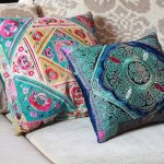 Mooie kussens met geborduurde patronen