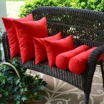 Rode decoratieve kussens: groot, gemiddeld en klein