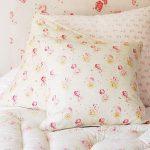 Fijne kussens met een klein patroon in de stijl van de Provence