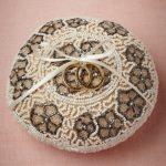 Kussen voor ringen, versierd met kralen