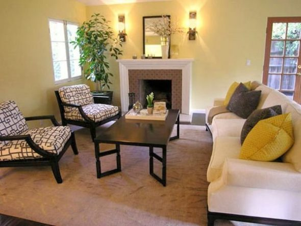 Decoratieve kussens in de woonkamer