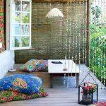 Multi-gekleurde buitenkussens voor open veranda's