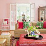 De combinatie van rode en groene decoratieve kussens