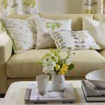 Rustige kleuren voor textiel in de lichte woonkamer