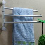 handdoekenrek in de badkamer interieurfoto
