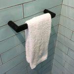 handdoekenrek in de badkamer design foto