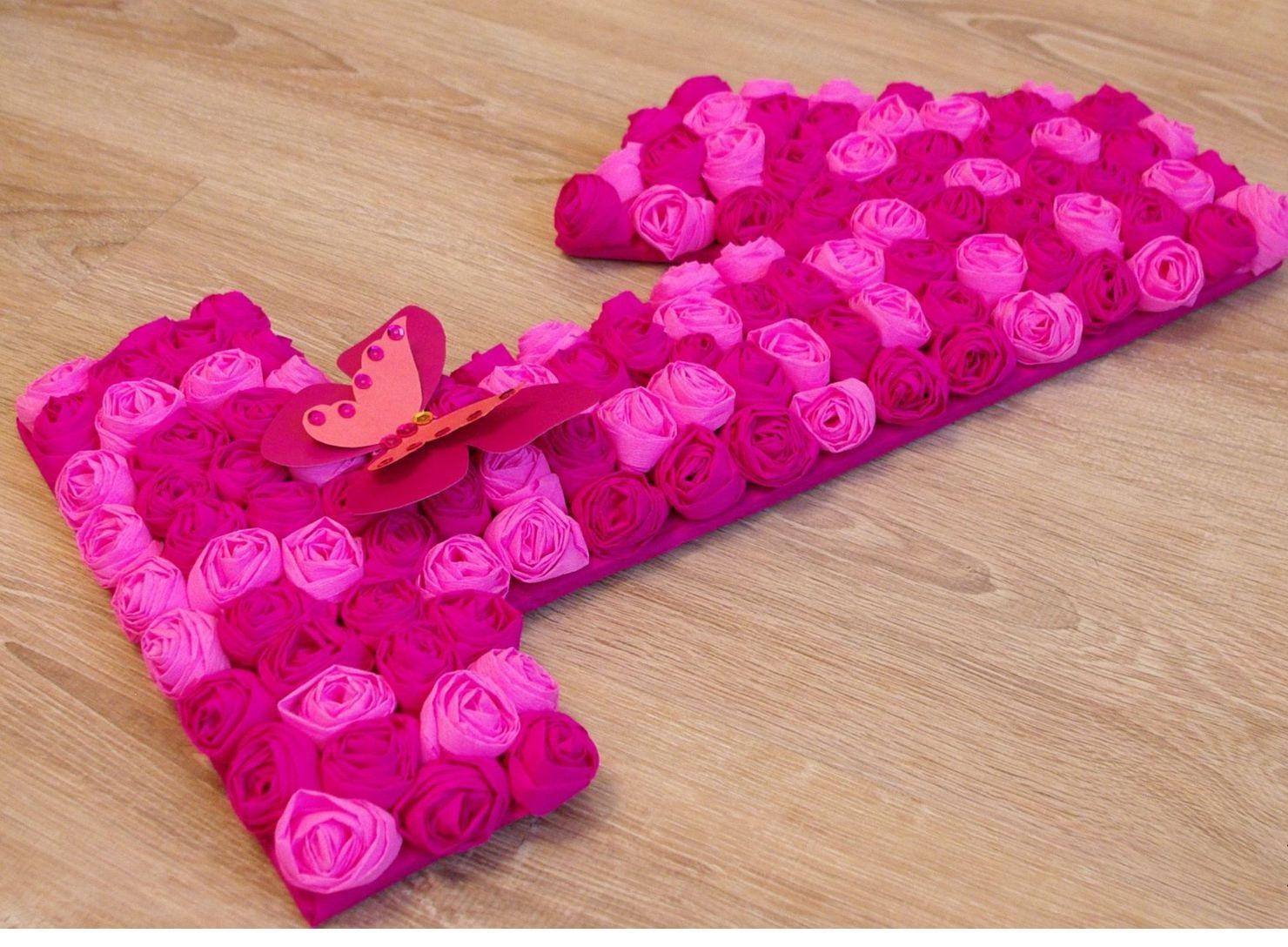 chiffres et lettres d'idées de décoration de serviettes