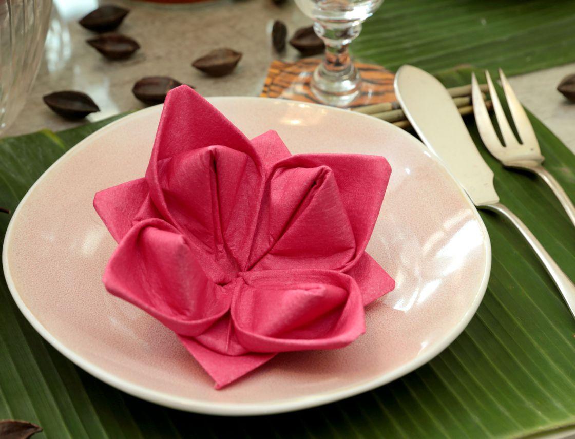 tafeldecoratie met origami servetten