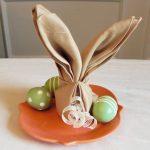 instelling van de tabel met origami servetten ontwerp