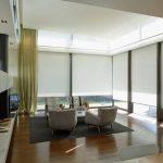 Salon intérieur avec fenêtres panoramiques