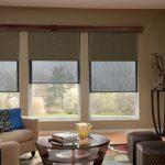 Salon design avec trois fenêtres