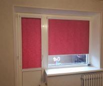 Stores rose foncé sur la porte et la fenêtre