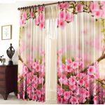 ici des rideaux avec des fleurs