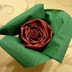 roses des idées de conception de serviettes