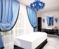 rideaux bleus avec tulle